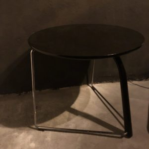 table appoint ronde bois noir S325 thonet 80'