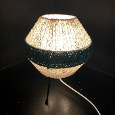 lampe de table tripode dentelle et velours 50'