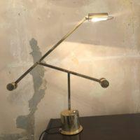 lampe en laiton à balancier crée pour une banque Suisse 80'