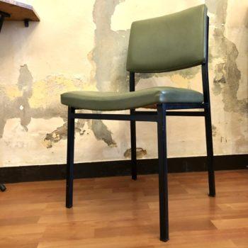 chaise moderniste skai vert et métal noir