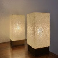 paire lampes de table bois abat jour résine perspex granulé 60' 9x9 19 h.