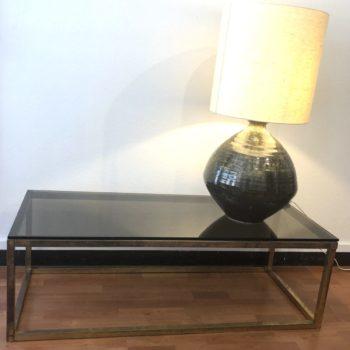 table laiton et verre fumé 70' qq marques usure 126 x 53 40 h.