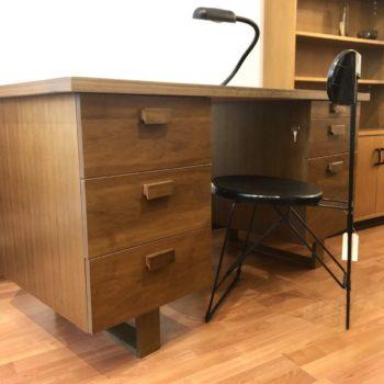 grand bureau 6 tiroirs contreplaqué bois 70' 80'  65 x 144 h. 75