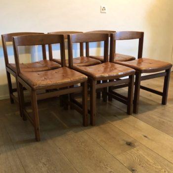 set 6 chaises teck, assise cuir rouille ulferts suède 60' structure bois impeccable sangles support d'assise très bon état cuir craquelé ou fissuré par endroits h. 92 h. assise 44