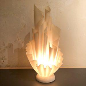 lampe corolle résine beige Georgia Jacob France 70' h. 53 x 26