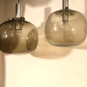 paire suspensions boule verre fumé & chrome italie 70' h 36 diam 30