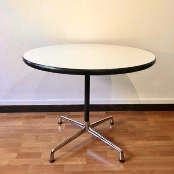 table contract Eames édition Vitra 2002 pieds chrome et noir plateau vinyle blanc diam. 90 h. 70